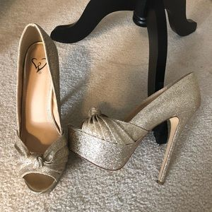 Gold glitter heels size 7.5